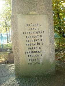 Jména na pomníku. Foto František Cinger